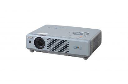 3000 lumens LCD Sanyo XU-48