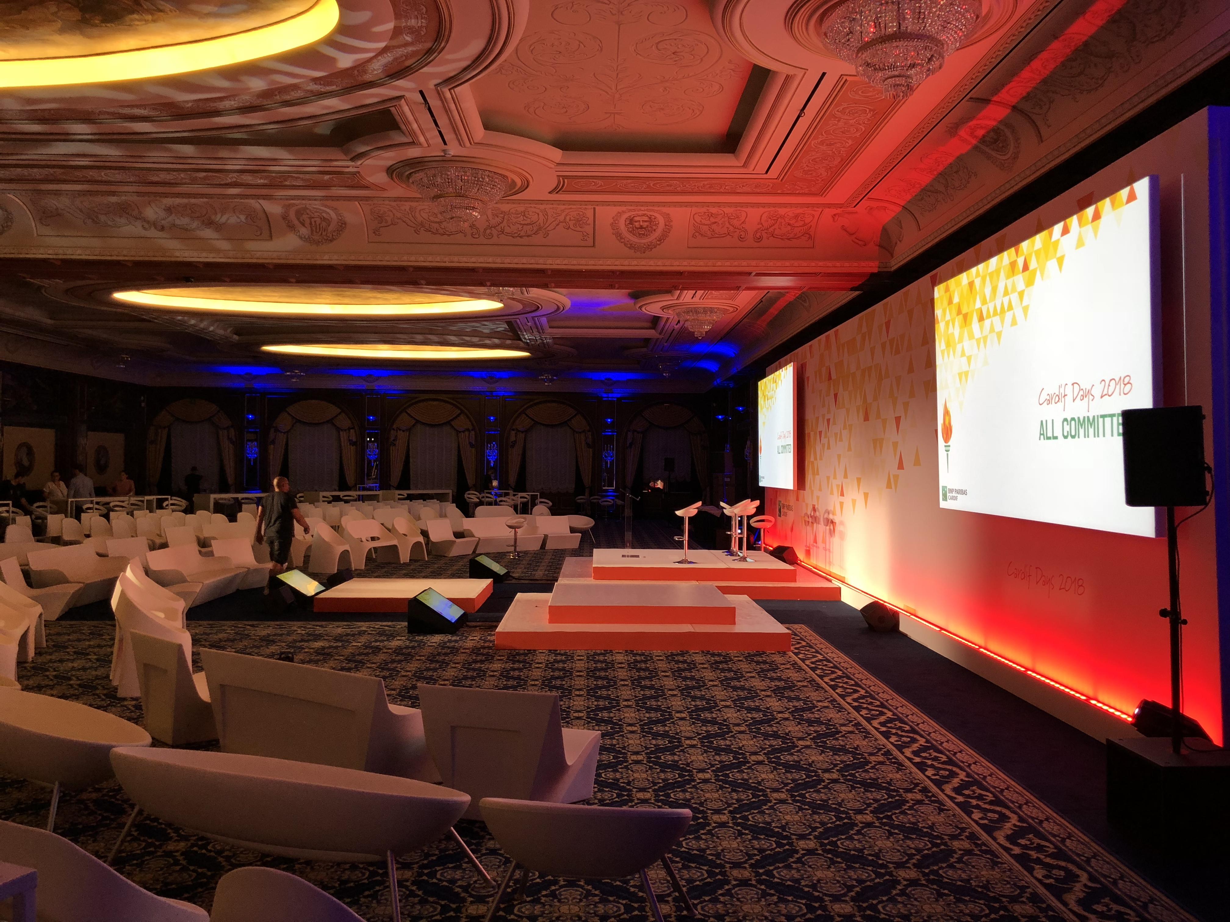 aucop-bnp paribas-event-italie-twobevents-lac majeur-son-video-deco-scene-ecrans-audiovisuel-eclairage-ecrans-grand hotel dino-decoration-corporate