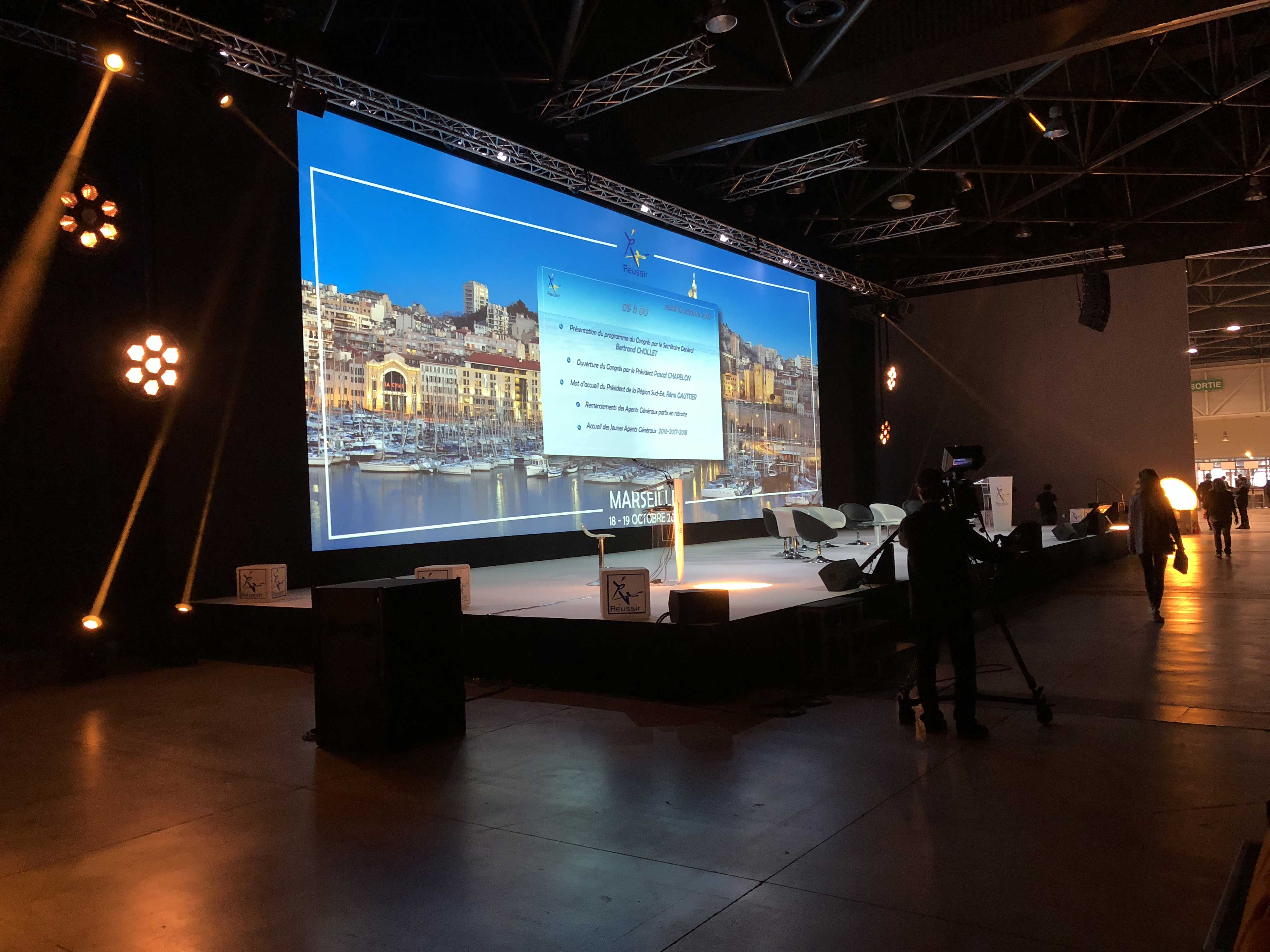 AXA-30-ANS-ECLAIRAGE-SONORISATION-VIDEO-DECORATION-MOBILIER-SCENIQUE-STRUCTURE-SCENE-TRADUCTION-SIMULTANEE-AUDIO-VISIO-CONFERENCE-AXA-AUCOP-NICE-MARSEILLE-PARIS