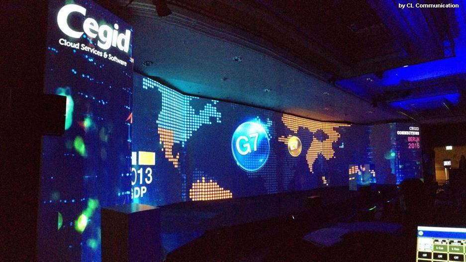 CEGID Connect Retail Berlin 2015 - vidéoson et lumière: KIVAprojecteurs AURA et RUSH Multibeamcabines et casques de traduction simultanée - scène sur mesure