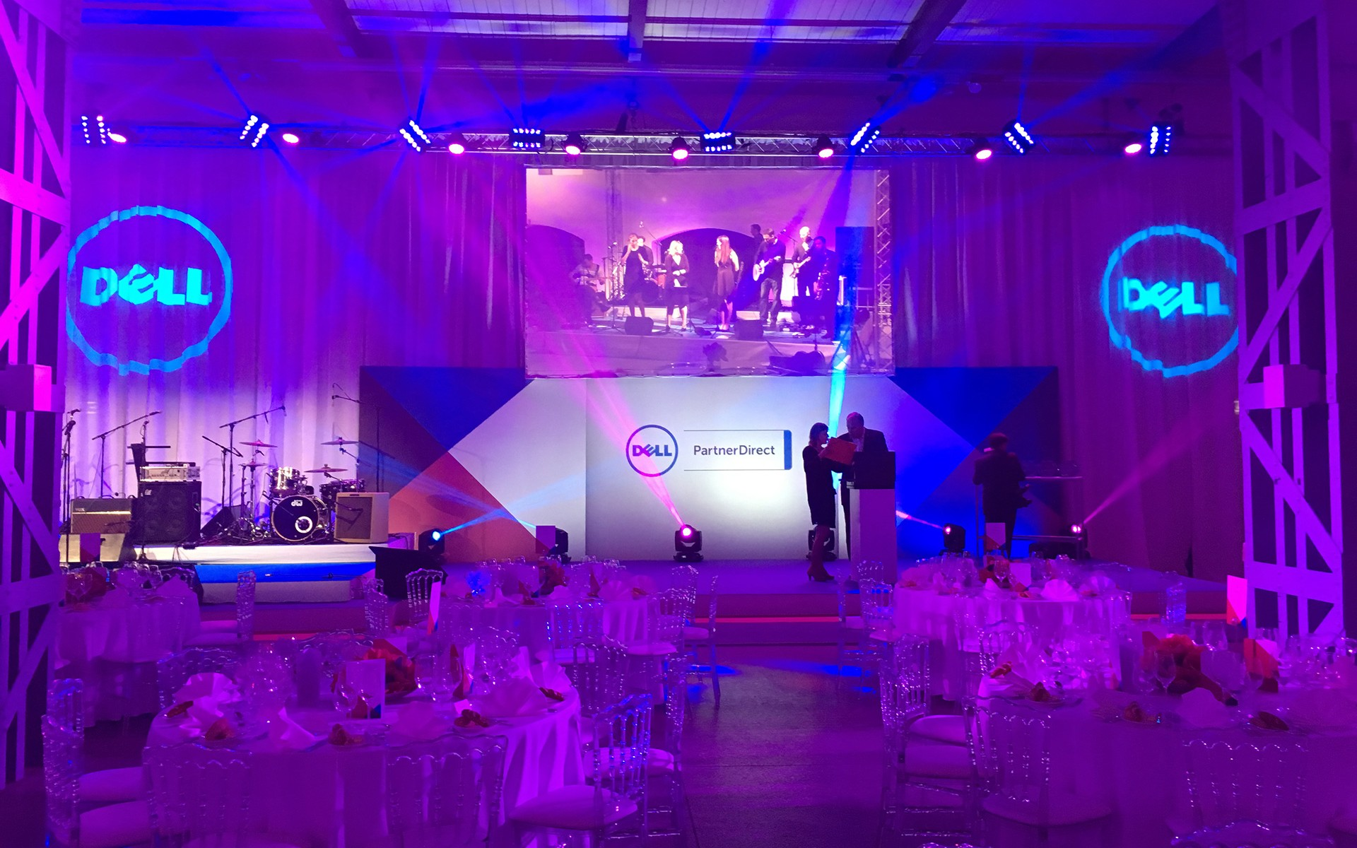 Dell-convention-VIENNES-aucop-Convention & Soirée de Gala DELL-aucop-evenement-convention-deco-sonorisation-eclairage-montage-scene-mobilier-softedgefrance-europe-audiovisuel-soiree-habillage-eclairage-bache-projection