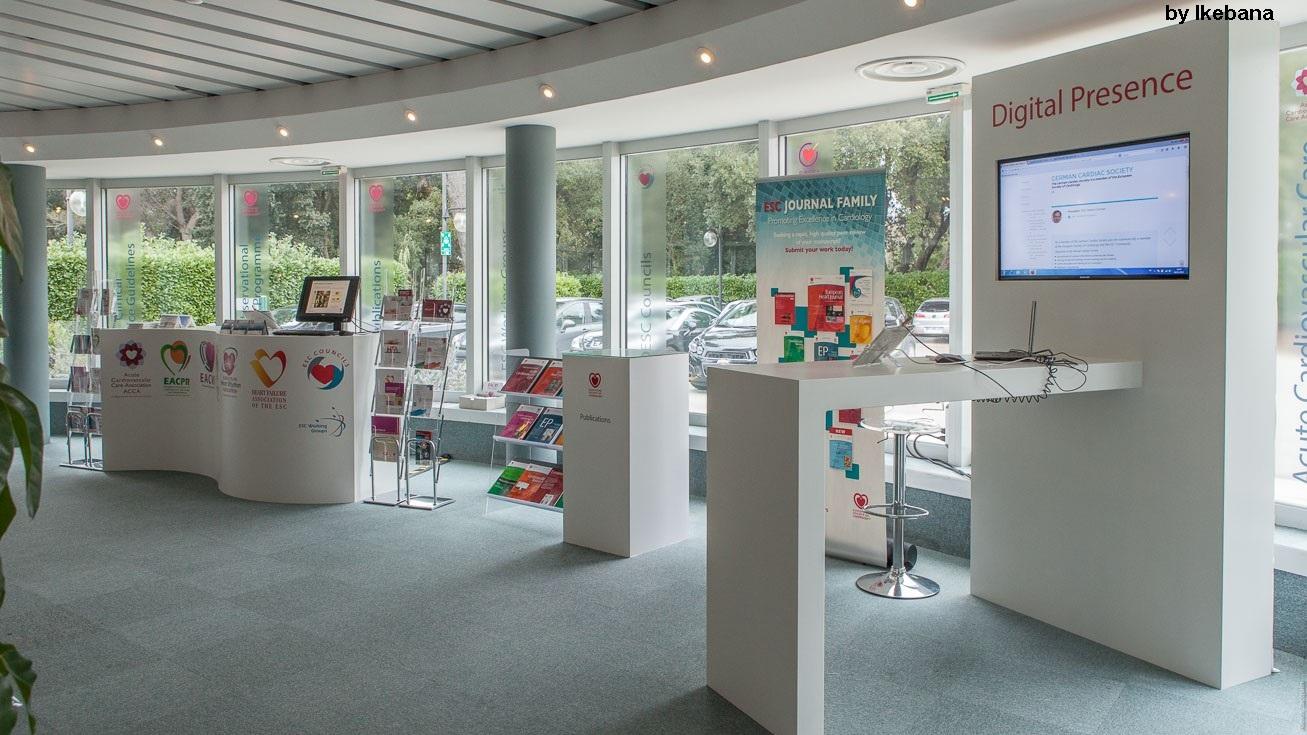 Stand ESC Spring Summit 2015 - La Maison du Coeur - Sophia Antipolis - Ikebana - déco - desks personnalisés - écrans intégrés - atelier decoration-aucop