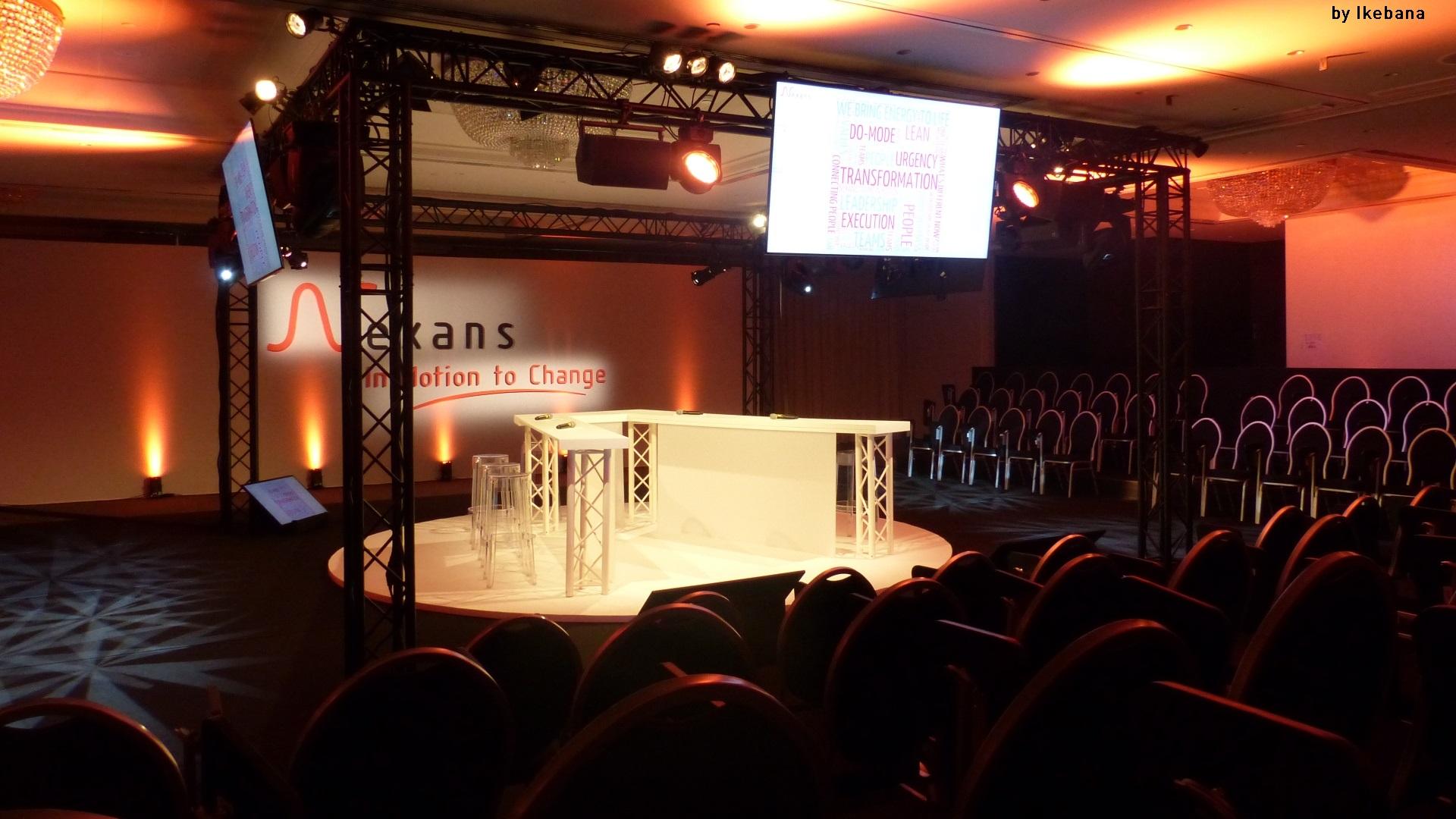 Séminaire NEXANS à Bruxelles - plénière - fond de scène - déco scénique - équipements son éclairage vidéo - matériel audiovisuel - nice - marseille - paris-aucop-ikebana