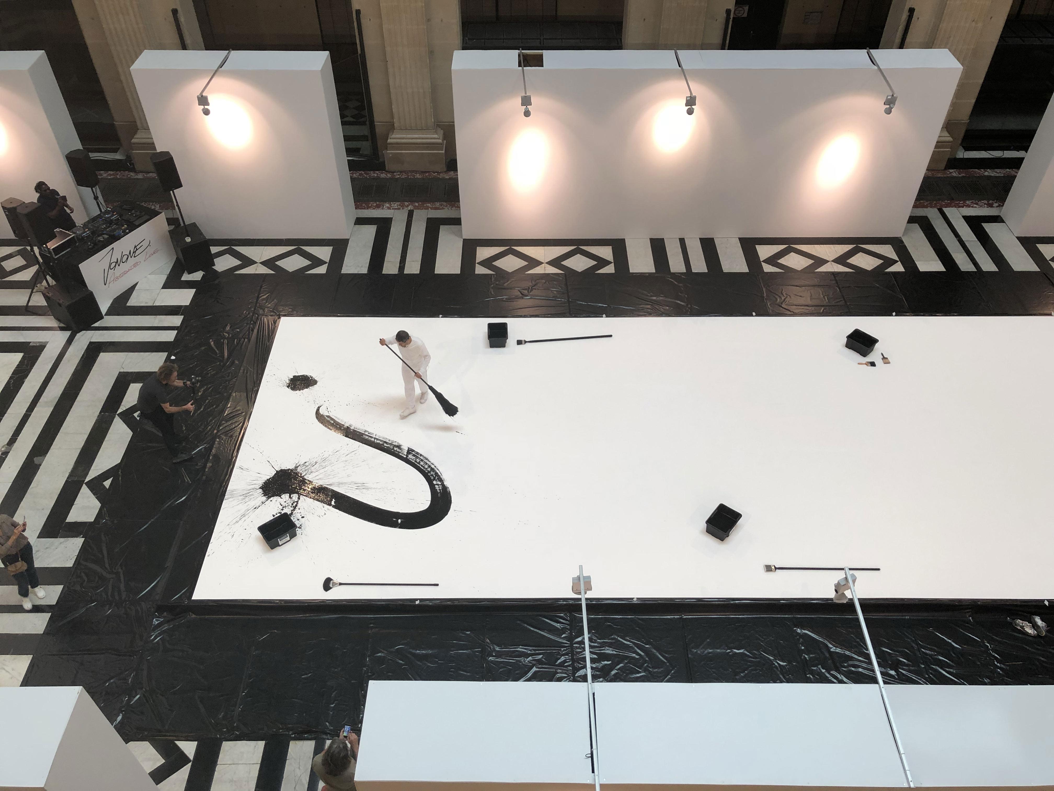 JonOne-live-painting-peinture-performance-artiste-art-contemporain-bache-toile-deco-decoration-aucop-event-evenementiel-abstracted-love-diary-galerie-david-pluskwa
