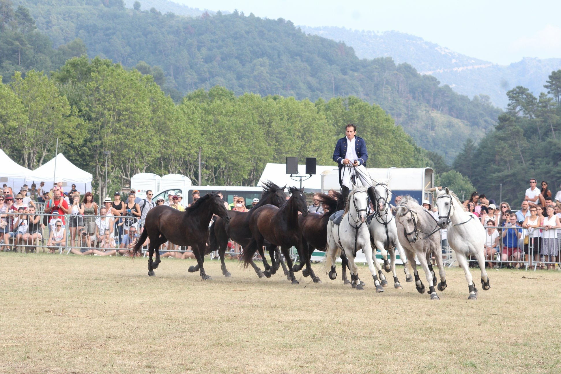 aucop-evenement-fete du cheval-levens-sonorisation-eclairage-location-materiel-audiovisuel-nice-marseille-paris