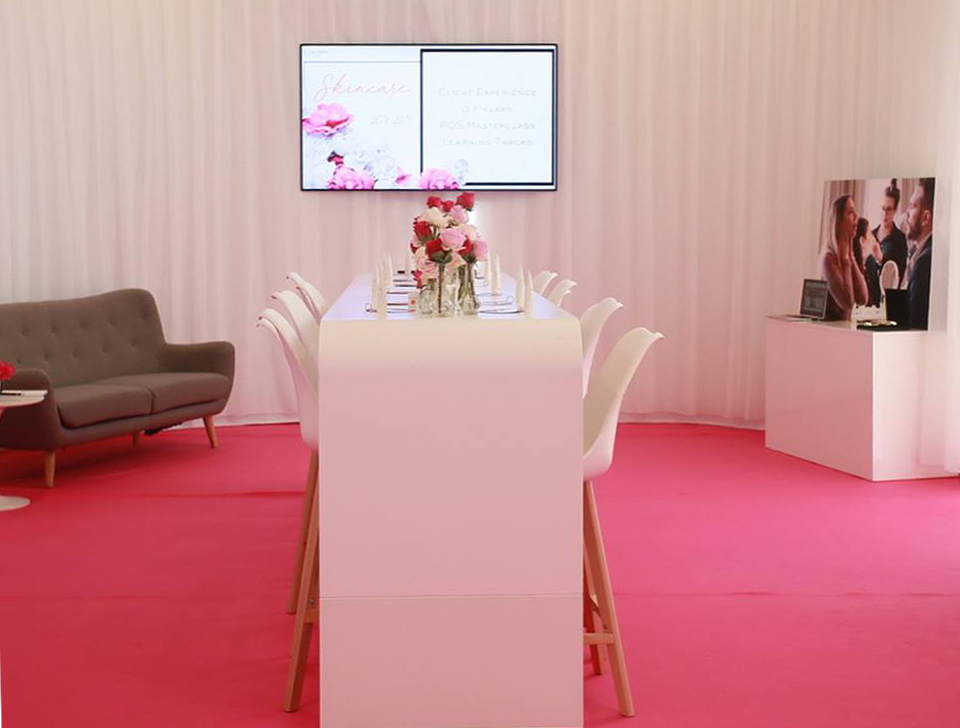 Maison Lancôme-aucop-evenement-lancome-cannes-hotel-du-martinez-deco-son-lumieres-rose-decoration-evenementiel