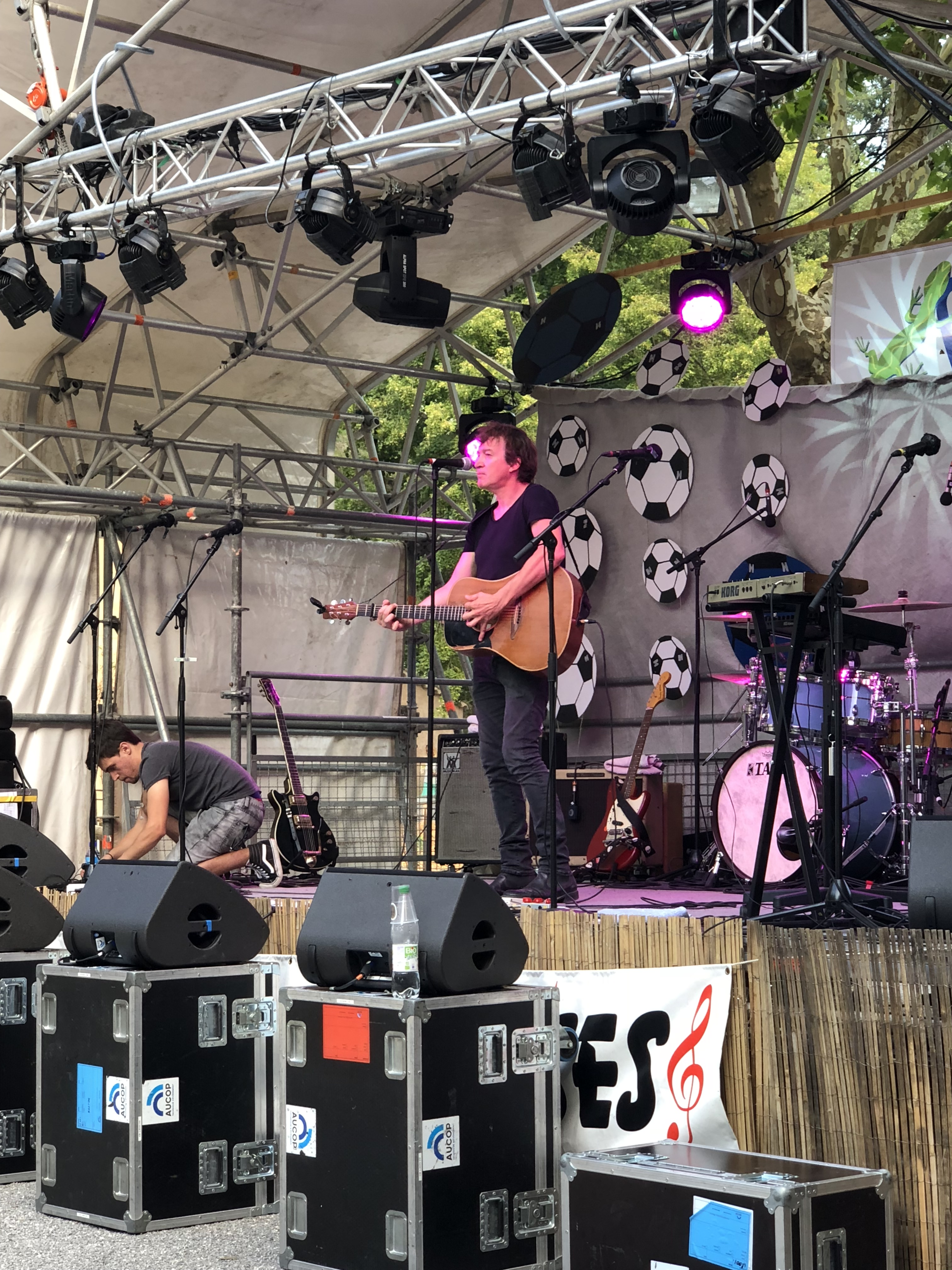 aucop-event-festival-festival en sausses-sonorisation-eclairage-cali-kolinka-dahan-scene-audiovisuel-evenementiel-alpes de haute provence-carros-console-yamaha-oxo-projecteurs-musiciens