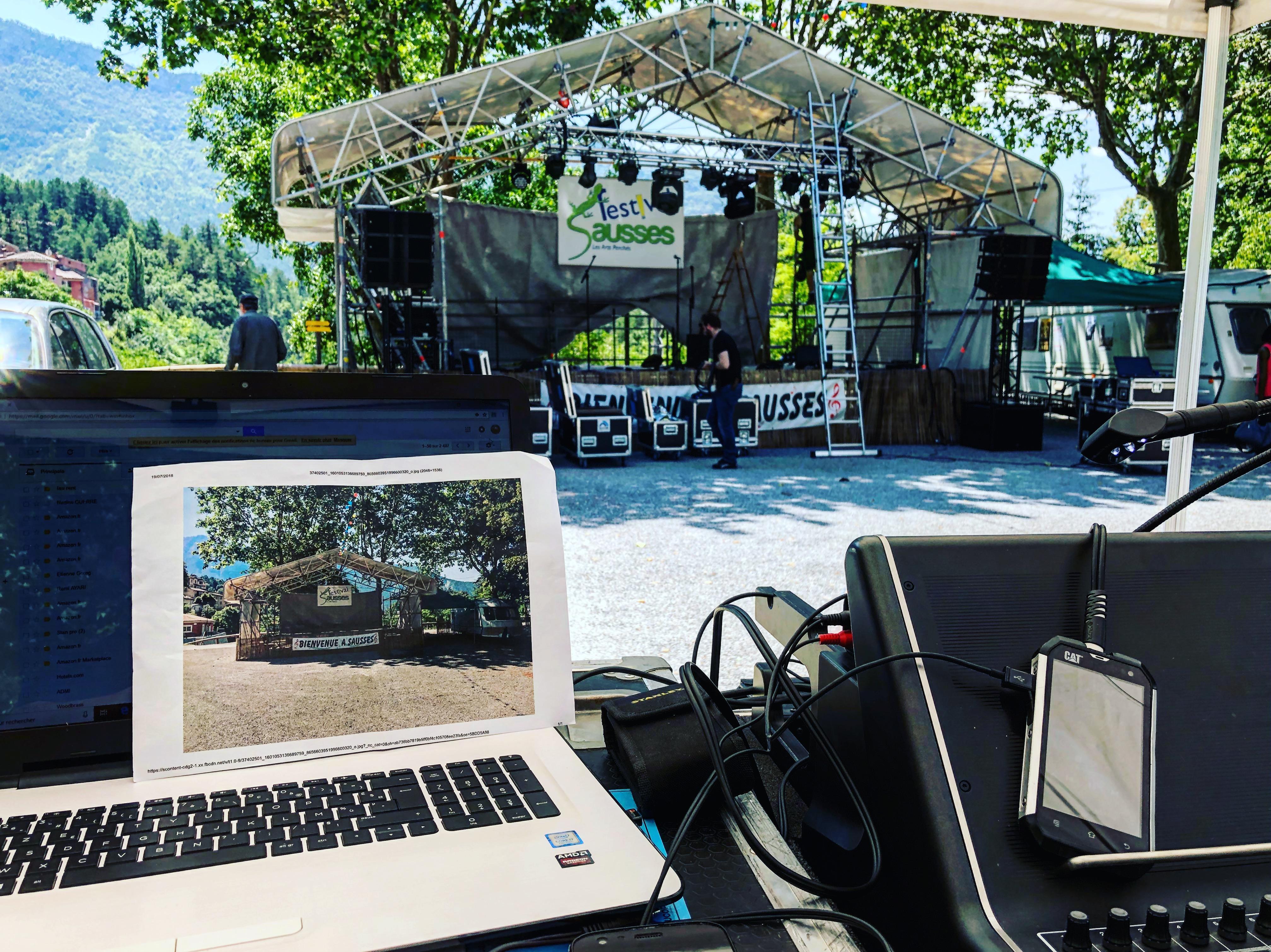 aucop-event-festival-festival en sausses-sonorisation-eclairage-cali-kolinka-dahan-scene-audiovisuel-evenementiel-alpes de haute provence-carros-nice-console-yamaha-oxo-projecteurs-montage