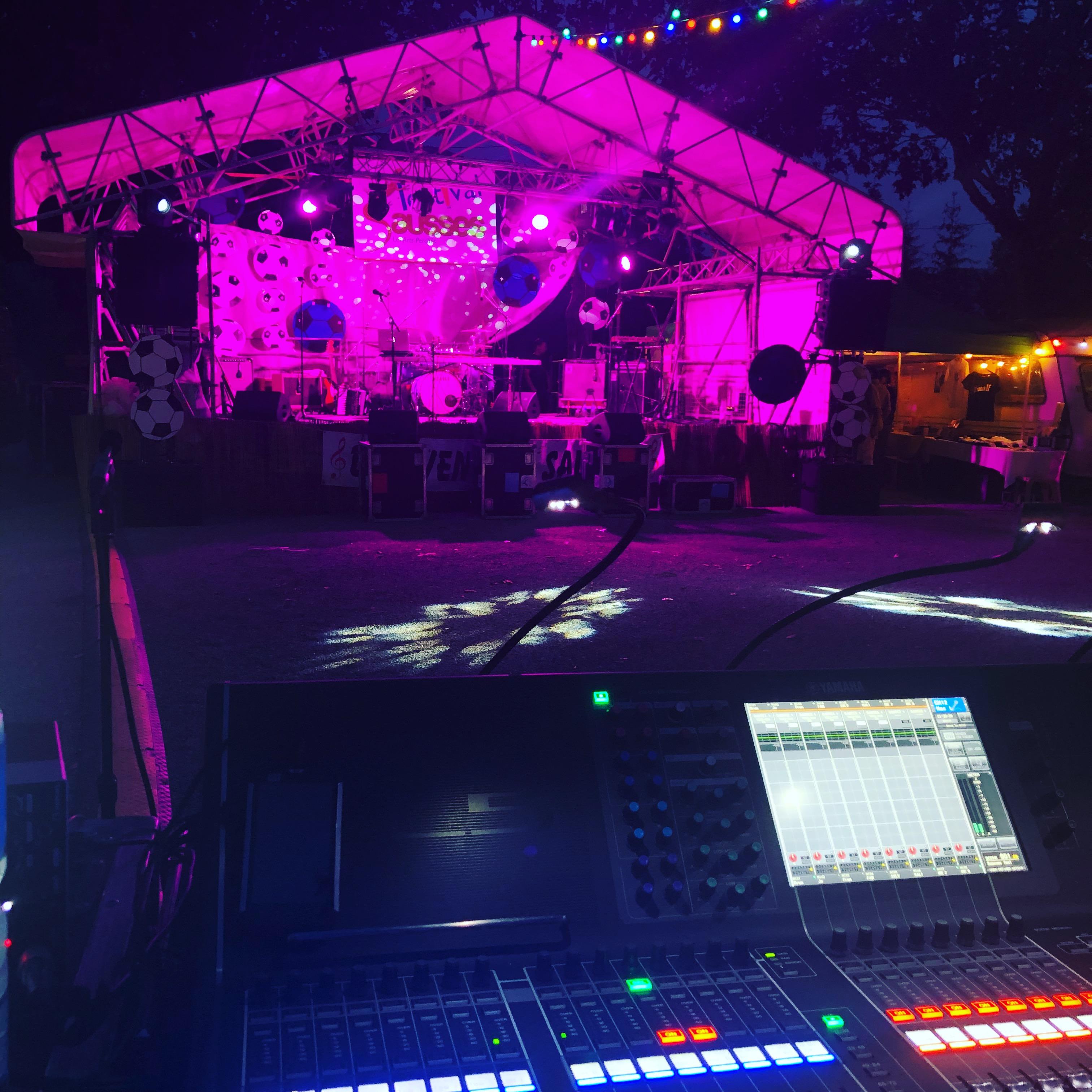 aucop-event-festival-festival en sausses-sonorisation-eclairage-cali-kolinka-dahan-scene-audiovisuel-evenementiel-alpes de haute provence-carros-nice-console-yamaha-oxo-projecteurs
