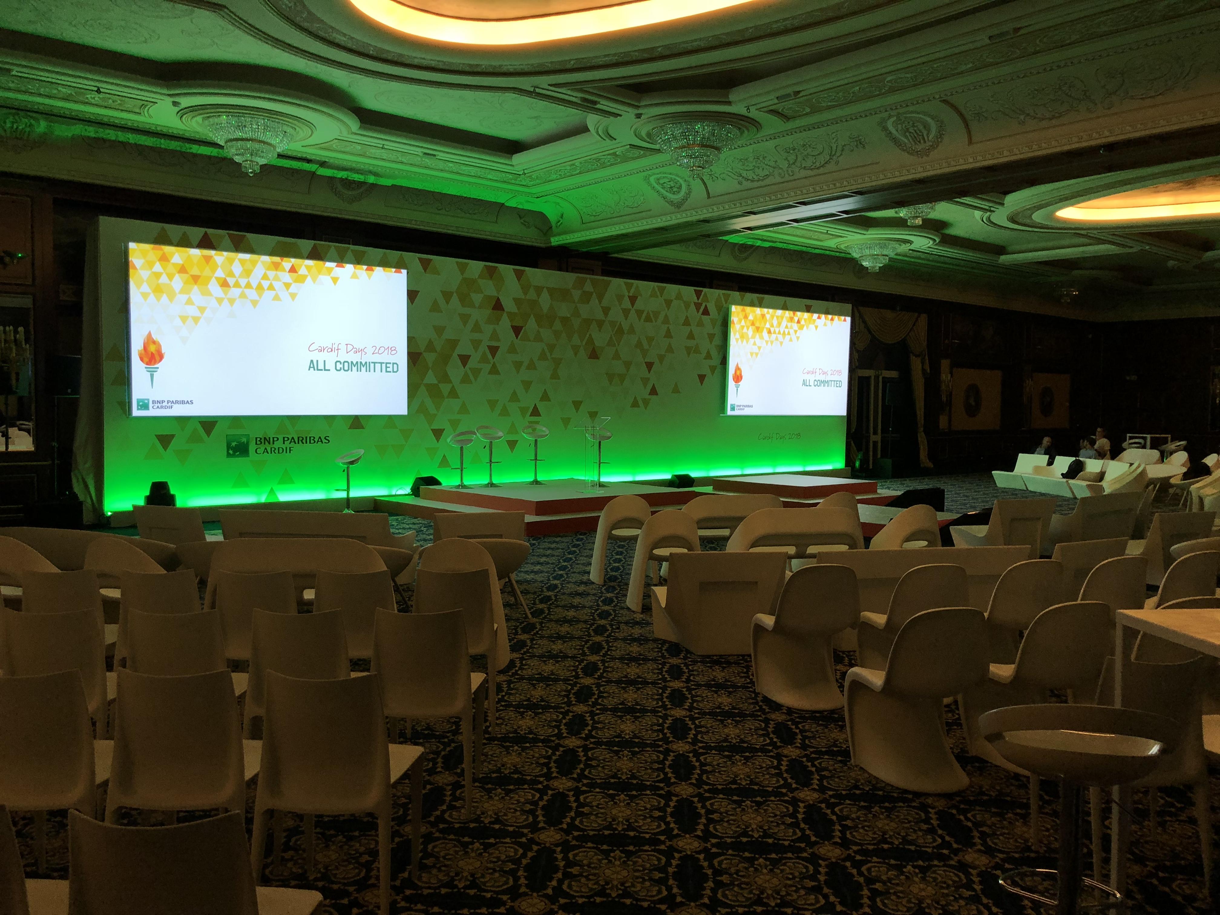 aucop-event-twobevents-son-video-deco-scene-lac majeur-bnp paribas-evenementiel-audiovisuel-italie-Samsung LED 40-Projecteur Christie Roadster-console grand ma