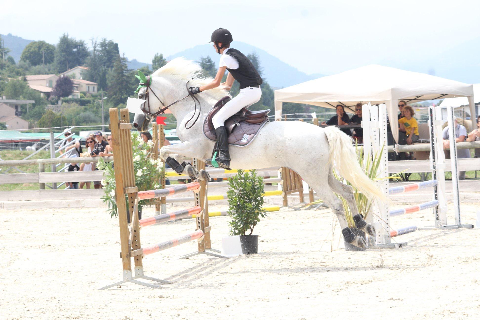 aucop-levens-fete du cheval-sonorisation-eclairage-location-materiel-audiovisuel-nice-paris-marseille-amsl equitation-evenement