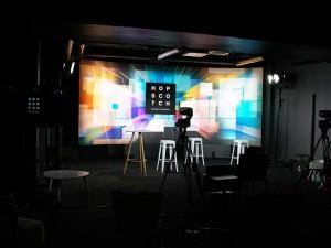 DIGITALISEZ VOS EVENEMENTS-aucop-plateau-tele-evenement-digital-hopscotch-video-streaming-studio-tele-ecran-retour-DIGITALISATION