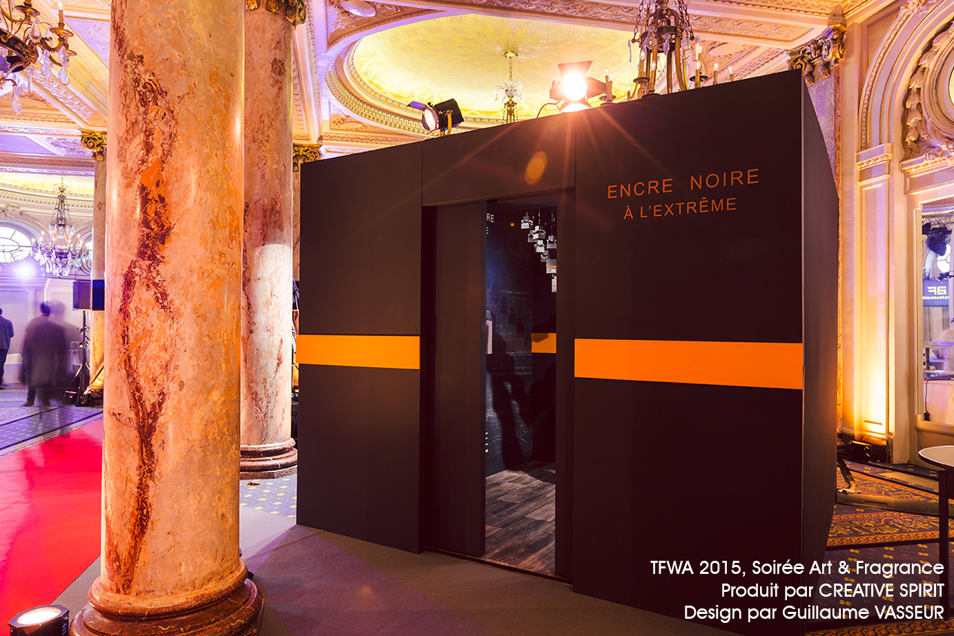 Art & Fragrance-aucop-box-experientiel-habillage-evenement-cannes-niche-decors-mise en lumière-decoration-box experimentale-audiovisuel-eclairage-atelier